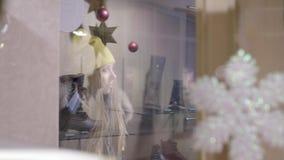 Giwl pela janela da loja filme