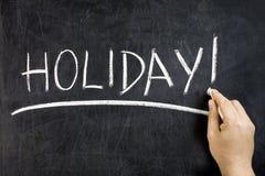 Giz da mão do quadro-negro da palavra do feriado foto de stock