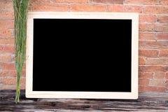 Giz vazio do quadro de madeira do quadro-negro Imagem de Stock Royalty Free