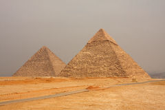 Giza-Pyramiden lizenzfreie stockbilder