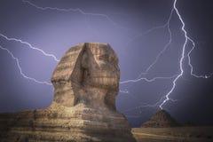 giza pyramider Kraftigt blixtslag Arkivbilder
