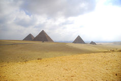 giza pyramides tre Royaltyfria Bilder