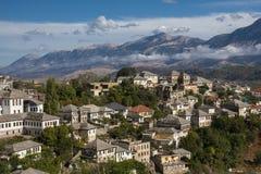 Gjirokaster is een stad in zuidelijk Albanië Zijn oude die stad is een Unesco-Plaats van de Werelderfenis, als ` een zeldzaam voo royalty-vrije stock foto