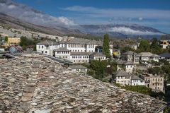 Gjirokaster is een stad in zuidelijk Albanië Zijn oude die stad is een Unesco-Plaats van de Werelderfenis, als ` een zeldzaam voo stock fotografie