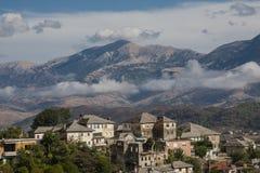 Gjirokaster is een stad in zuidelijk Albanië Zijn oude die stad is een Unesco-Plaats van de Werelderfenis, als ` een zeldzaam voo stock afbeelding