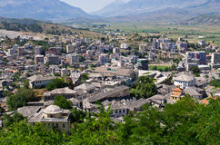 Gjirokaster - stad av silvertak, Albanien Arkivfoton