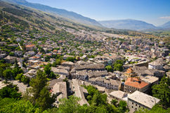 Gjirokaster - stad av silvertak, Albanien Arkivbilder