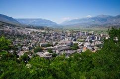 Gjirokaster - stad van zilveren daken, Albanië stock foto's