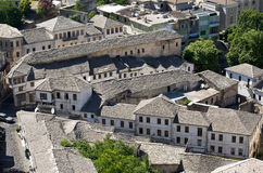 Gjirokaster - ville des toits argentés, Albanie Photographie stock libre de droits