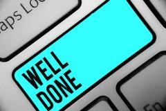Gjord brunn för ordhandstiltext Affärsidéen för Peform exakt och arbetsamt med expertis och effektivt tangentbordblått stämmer in arkivfoton