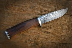 gjord damascus handkniv Royaltyfri Fotografi