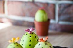 gjord easter äggbild grön livstid blommaillustrationen shoppar smellcomp diy handgjort Målat ägg Äggjakt matlagning Ovanlig idé V fotografering för bildbyråer