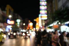 Gjord suddig gata för bakgrundsnattstad, körbana, billjus Loppbegrepp: Bokeh ljus fotografering för bildbyråer