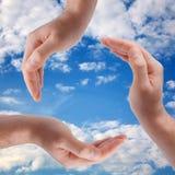 gjorda händer återanvänder sybmol Arkivbild
