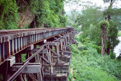 Gjort av den wood järnvägen i Karnchanaburi royaltyfria foton