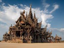 gjort tempelträ royaltyfri foto