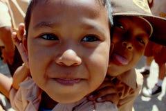Glücklicher Kinderabschluß herauf Indonesien stockfotos