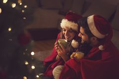 Glädje av jul och förälskelse Arkivfoton