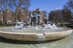 Glädje av livspringbrunnen i Hyde Park Arkivbild