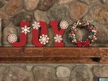 GLÄDJE målade bokstäver för jul arkivfoton