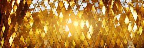 Glänsande guld- bakgrund för textur för mosaikexponeringsglas arkivfoto