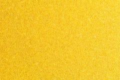 Glänsande guld- folie Gul metalliktexturbakgrund Guld- blänka texturbakgrund Arkivbilder