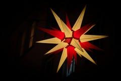 Glänsande julstjärna i staden av Magdeburg Arkivfoton