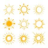 Glänsande ljus hand dragen lycklig solvektoruppsättning royaltyfri illustrationer