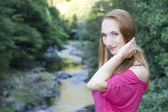 Glänsande lycklig kvinna Fotografering för Bildbyråer