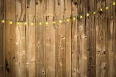 Glänsande träbakgrund med rad av ljus Royaltyfri Foto