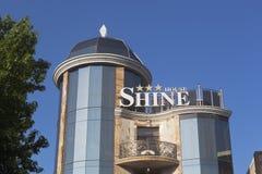 Glänzen Sie Haus-Hotel in der Mitte des Adler-Bezirkes von Sochi Stockbild