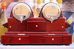 Glänzende Alkoholhahnnahaufnahme Lizenzfreie Stockfotografie