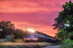 Glänzende Bewegung des vorderen Zugs Stockfoto