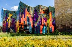 Glänzende Farben der abstrakter Kunst in den Glasfenstern am Präriefeuer stockbild