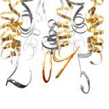 2015 glänzende Metallzahlen, die an den Silber- und Goldserpentinenausläufern hängen Lizenzfreies Stockfoto