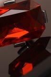 Glänzende rote Kristallarmbandreflexion Lizenzfreie Stockbilder