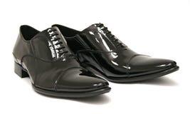 Glänzende Schuhe der schwarzen Männer lizenzfreie stockfotos
