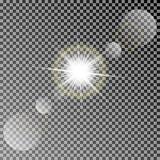 Glänzende Vektorsonne mit bunten Lichteffekten Transparentes Vektorsonnenlicht mit dem bokeh lokalisiert auf dunklem Hintergrund Stockfotos