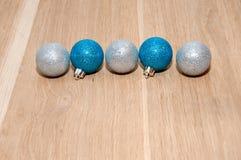 Glänzende Weihnachtsbälle Stockfotos