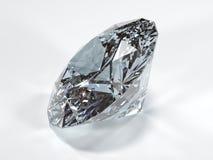 Glänzender Diamant auf einem weißen Hintergrund, Seitenansicht Lizenzfreies Stockbild