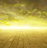 Glänzender goldener Horizont Stockfoto