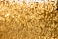 Glänzender goldener Mosaikglashintergrund stockbilder
