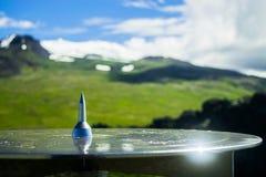 Glänzender Kompass auf einen Krater in Nationalpark Snaefellsjokull stockfotos