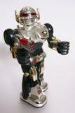Glänzender Spielzeugroboter, der mit einer Gewehr zielt Stockfotografie