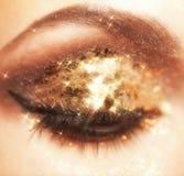 Glänzendes Augenmake-up Lizenzfreie Stockbilder