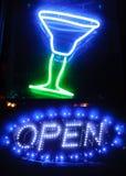 Glänzendes Neonschild Stockfotos