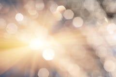 Glänzendes romantisches bokeh Defocused Stellen von Wassertropfen und Blendenfleck oder Blitz Stockbilder