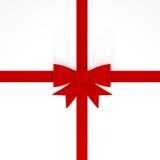 Glänzendes rotes Band auf weißem Hintergrund Stockbilder