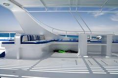 glänzendes weißes Boot Stockfoto