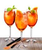 Gläser aperol spritz Cocktail lizenzfreie stockbilder